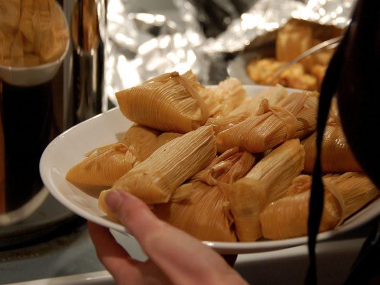 Người dân khắp nơi trên thế giới ăn lót dạ món gì khi chưa tới bữa? - Hình 5