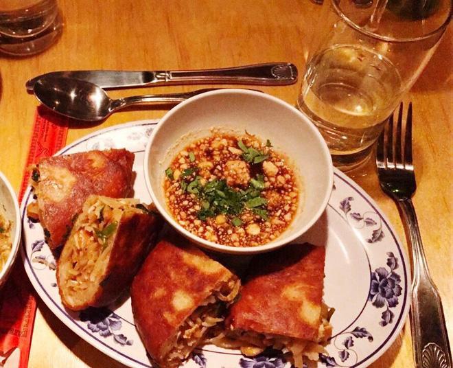 Ở New York có một phát minh rất lạ giúp bạn có thể ăn Pad Thái bằng tay đấy - Hình 7