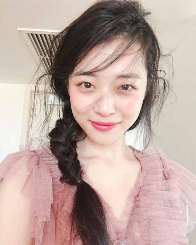 Việt Nam có Chi Pu, Hàn Quốc có cô gái này cũng gợi cảm kiểu ngây thơ - Hình 15