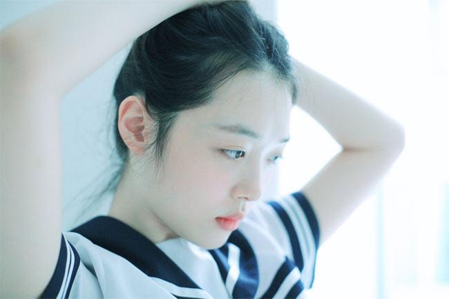 Việt Nam có Chi Pu, Hàn Quốc có cô gái này cũng gợi cảm kiểu ngây thơ - Hình 18