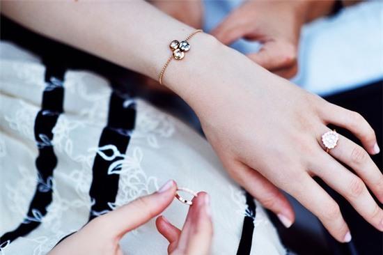 Gợi ý chọn trang sức đến công sở ngày thu - Thời trang