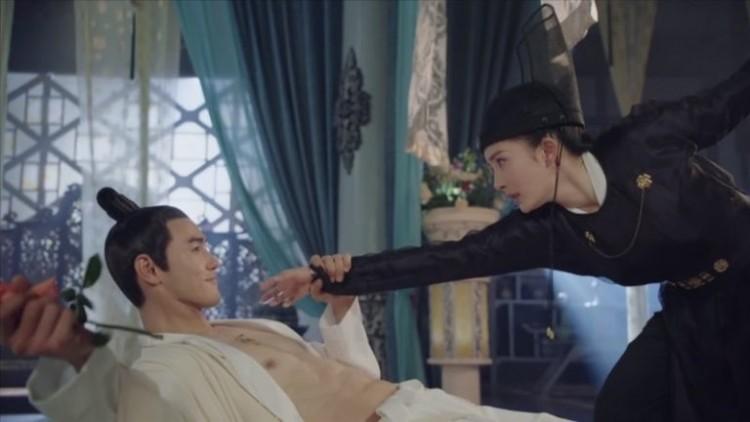 Những khoảnh khắc ngọt ngào trên màn ảnh và sau phim trường của 8 cặp đôi Hoa Ngữ - Hình 8