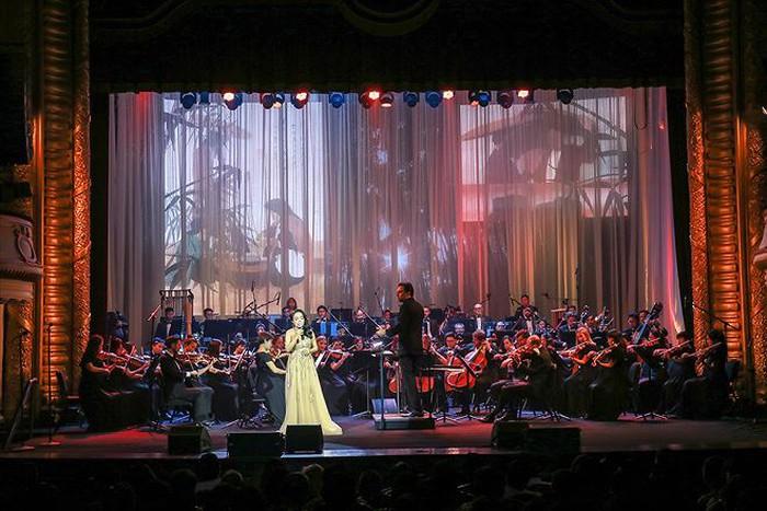 Khi nữ hoàng opera không ngại hát bolero - Hình 1