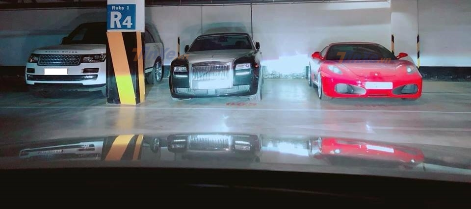 Rolls-Royce Ghost cùng siêu xe Ferrari F430 làm bạn với bụi trong hầm đỗ xe - Hình 1