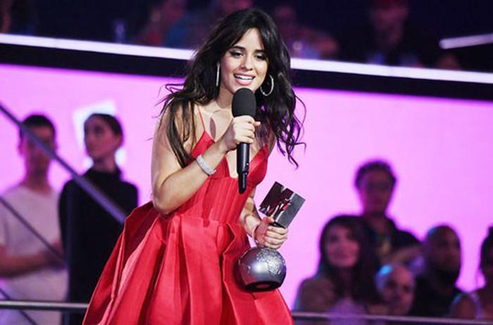 Camila Cabello càn quét mọi lễ trao giải lớn - Hình 1