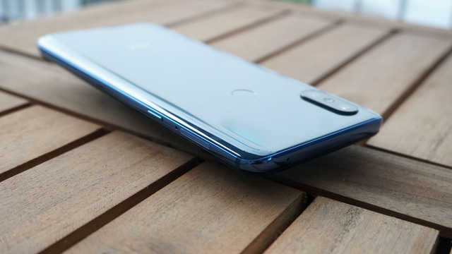 Cận cảnh Xiaomi Mi MIX 3 thiết kế trượt sắp bán tại Việt Nam - Hình 3