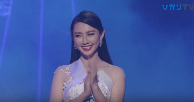 Đại diện Việt Nam Thùy Tiên suýt ngã khi trình diễn quốc phục, trượt top 15 người đẹp nhất Hoa hậu Quốc tế 2018 - Hình 7
