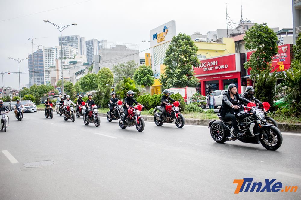 Thích thú với đoàn xe rước dâu Mercedes-Benz S-Class và Ducati hộ tống tại Hà Nội - Hình 5