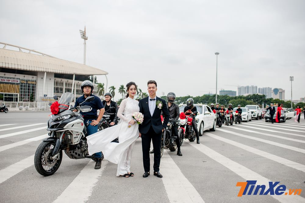 Thích thú với đoàn xe rước dâu Mercedes-Benz S-Class và Ducati hộ tống tại Hà Nội - Hình 10