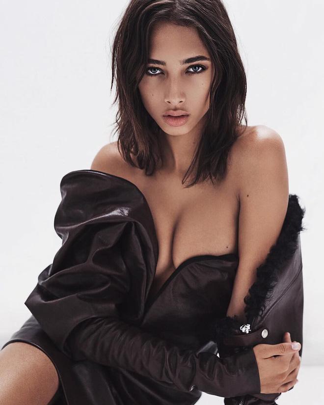 Vẻ đẹp bốc lửa của dàn mỹ nhân lần đầu được sải bước trong show đồ chip Victorias Secret - Hình 13