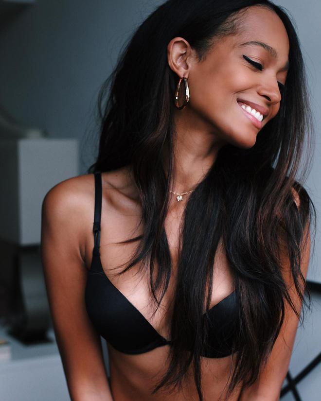 Vẻ đẹp bốc lửa của dàn mỹ nhân lần đầu được sải bước trong show đồ chip Victorias Secret - Hình 9