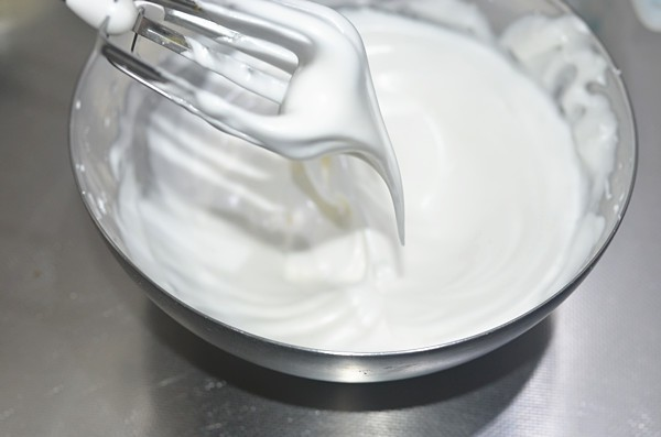 Cần gì phải mua, mẹ nào cũng có thể tự làm cupcake phô mai siêu mềm mịn cho bé - Hình 9
