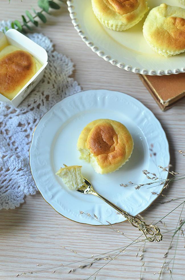 Cần gì phải mua, mẹ nào cũng có thể tự làm cupcake phô mai siêu mềm mịn cho bé - Hình 12