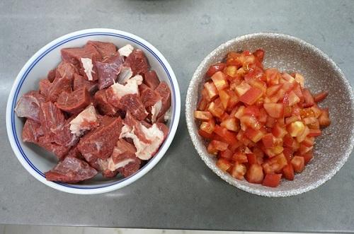 Canh thịt bò ngon đậm đà cho ngày chuyển lạnh - Hình 2