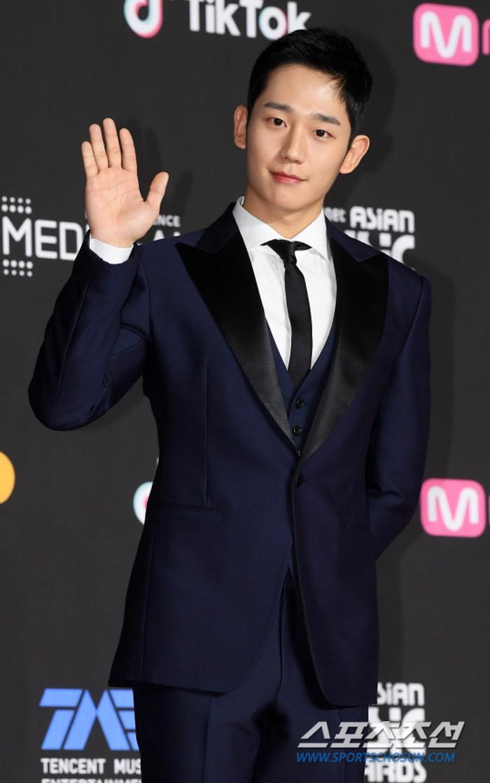 Thảm đỏ MAMA 2018: Jung Hae In, Kim So Hyun - Lee Ki Woo và Ji Soo tỏa sáng cùng Wanna One - Hình 5