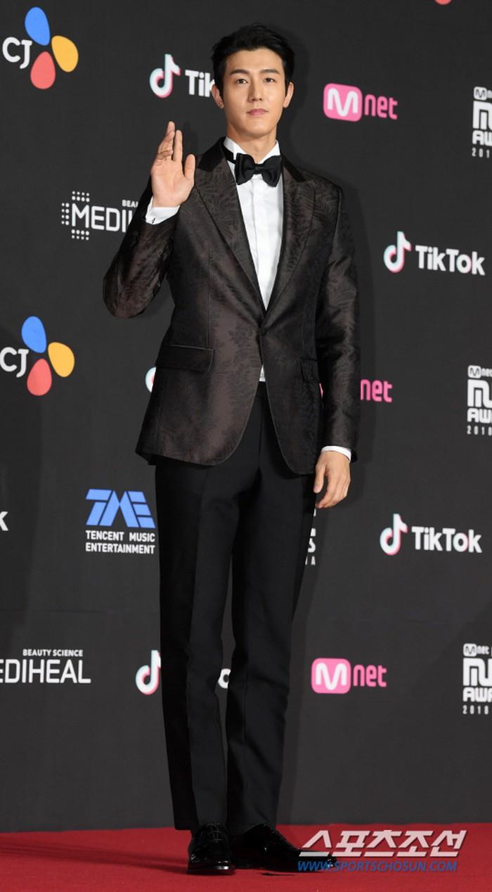 Thảm đỏ MAMA 2018: Jung Hae In, Kim So Hyun - Lee Ki Woo và Ji Soo tỏa sáng cùng Wanna One - Hình 14