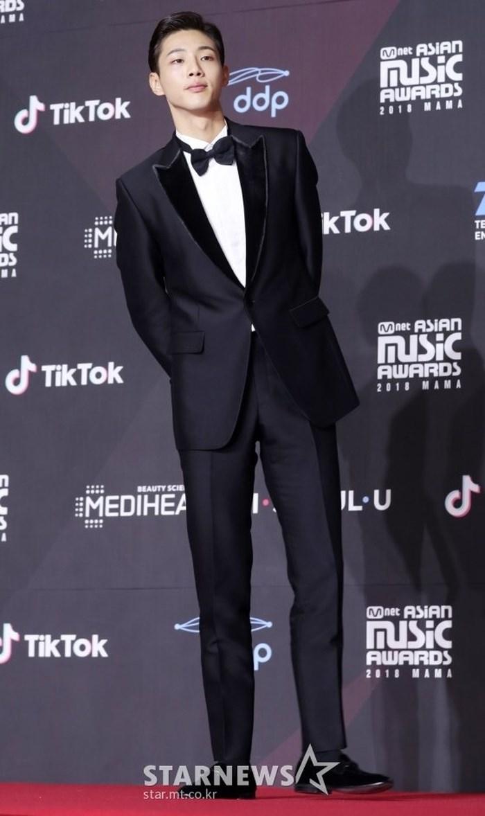 Thảm đỏ MAMA 2018: Jung Hae In, Kim So Hyun - Lee Ki Woo và Ji Soo tỏa sáng cùng Wanna One - Hình 21