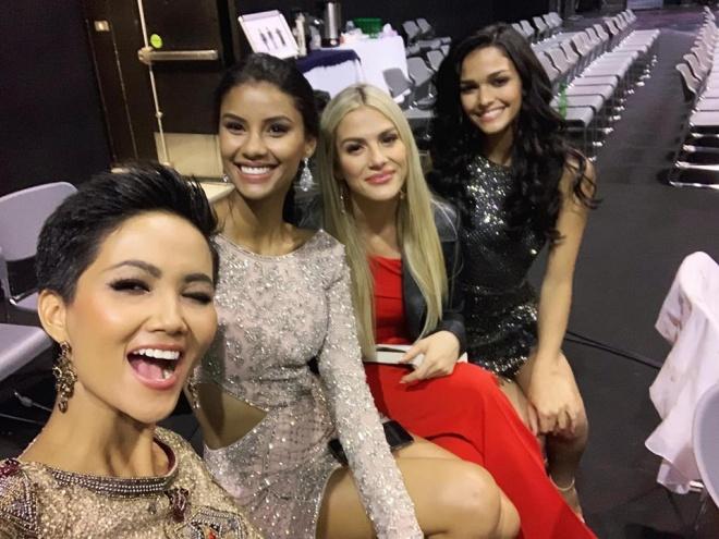 AI CŨNG TÒ MÒ: Trong phòng phỏng vấn kín tại Miss Universe 2018, giám khảo hỏi HHen Niê điều gì? - Hình 3