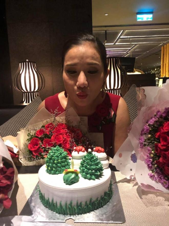 Bà mai Cát Tường được đồng nghiệp mừng sinh nhật cực hoành tráng tại trường quay - Hình 8