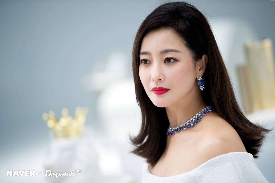 Dù là ảnh hậu trường, Kim Hee Sun vẫn khiến cư dân mạng choáng ngợp vì quá đẹp - Hình 2