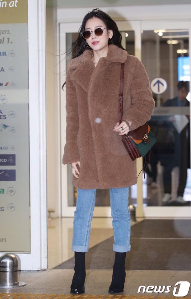 Dù là ảnh hậu trường, Kim Hee Sun vẫn khiến cư dân mạng choáng ngợp vì quá đẹp - Hình 4