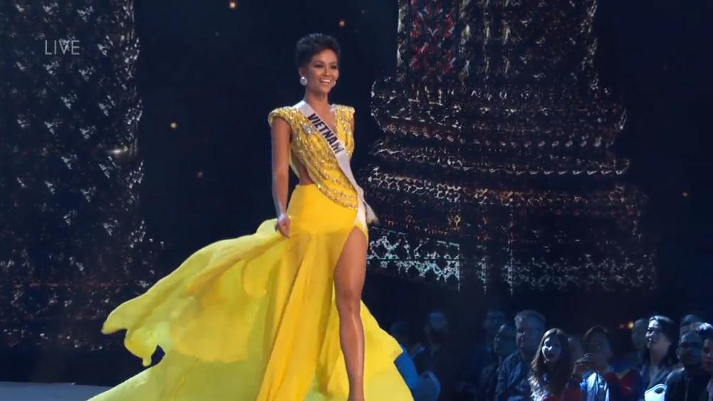 H'Hen Nie rạng rỡ, nụ cười luôn trên môi trong đêm bán kết Miss Universe 2018 - Hình 5