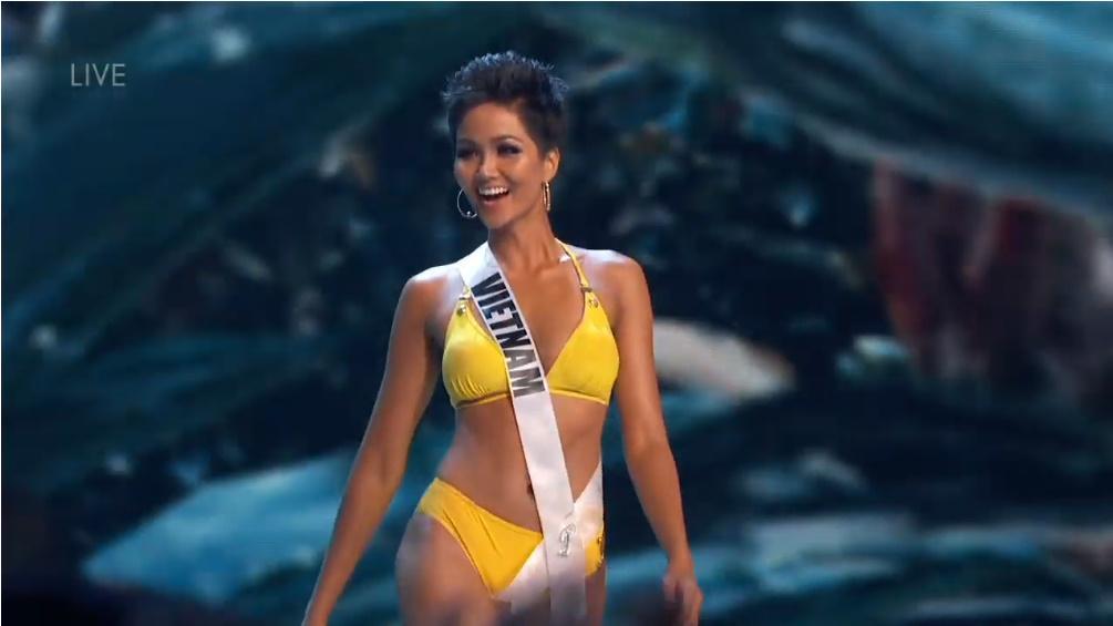 H'Hen Nie rạng rỡ, nụ cười luôn trên môi trong đêm bán kết Miss Universe 2018 - Hình 3