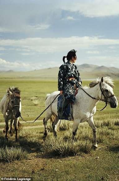 Khám phá cuộc sống đời thường yên bình ở thảo nguyên Mông Cổ - Hình 15