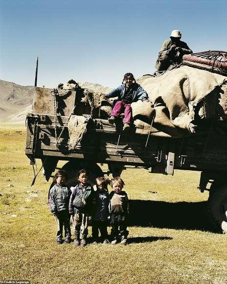 Khám phá cuộc sống đời thường yên bình ở thảo nguyên Mông Cổ - Hình 6