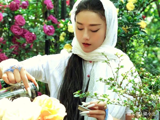 Mai Siêu Phong ở tuổi 60 - nữ triệu phú trẻ đẹp showbiz Trung Quốc - Hình 1