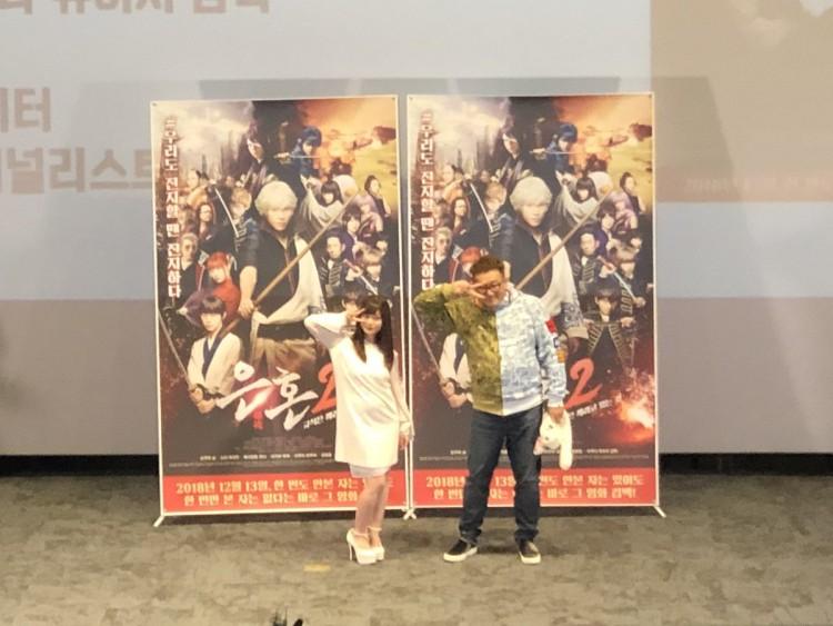 Tới lượt đạo diễn Gintama live-action đội mũ tai thỏ, cư dân mạng cũng không tiếc lời khen dễ thương - Hình 1
