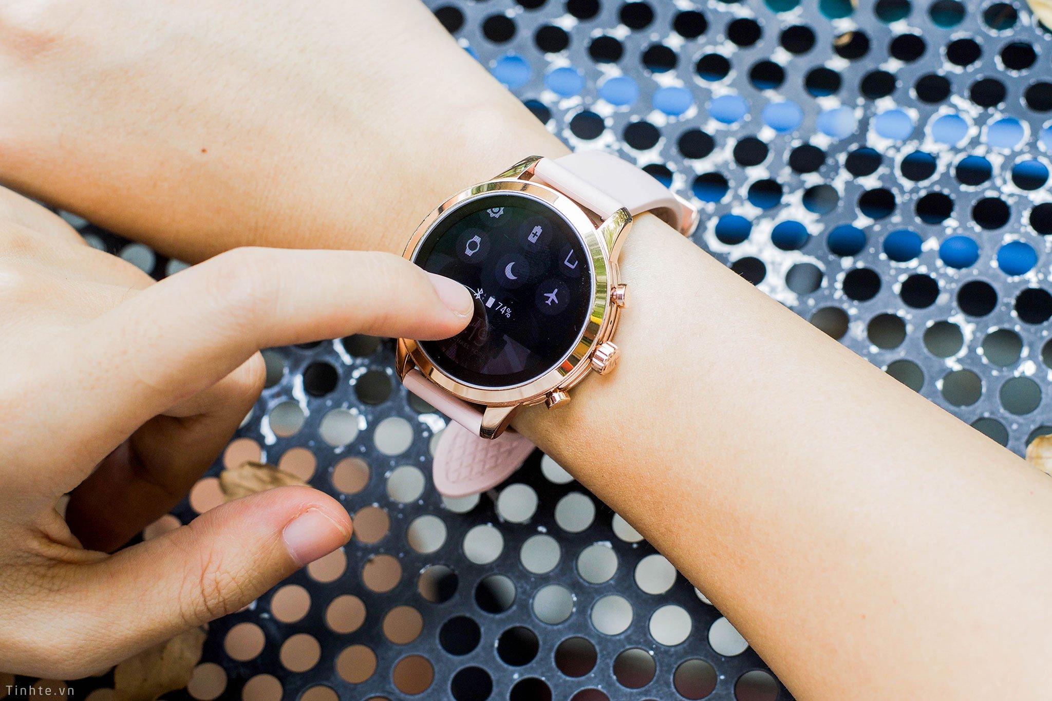 Trên tay smartwatch Michael Kors Access Runway: đẹp đơn giản, có GPS, đo nhịp tim, Spotify, NFC - Hình 6