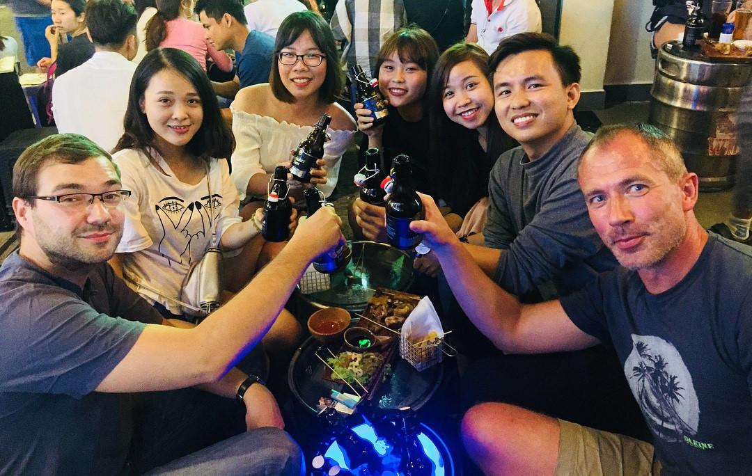3 con đường nhậu xuyên đêm ở TP.HCM để cùng vui cổ vũ tuyển Việt Nam - Hình 3