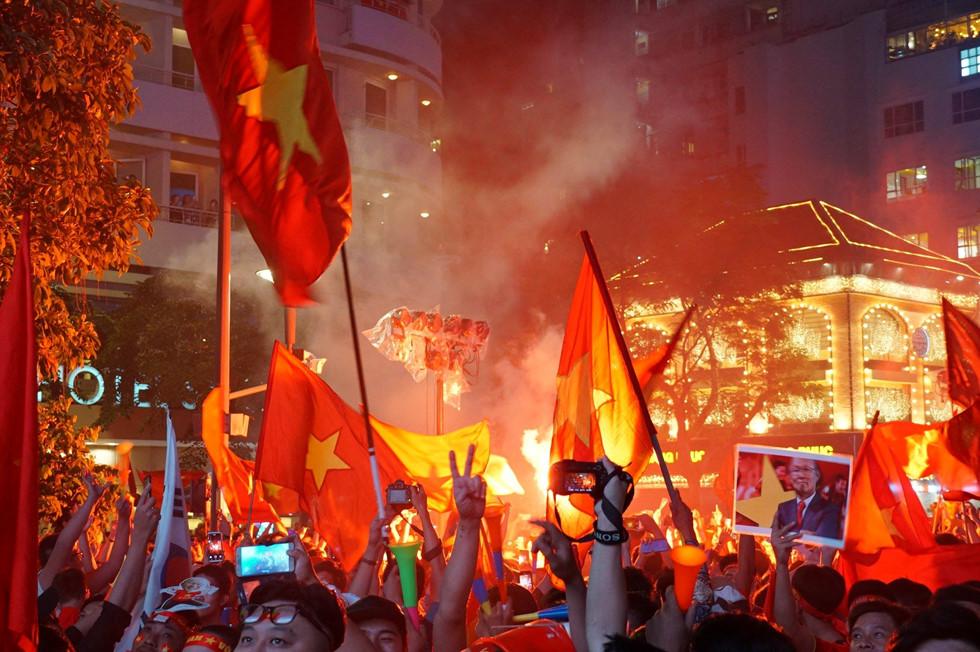 Việt Nam vô địch AFF Cup 2018: Vui sao nước mắt lại trào - Hình 4