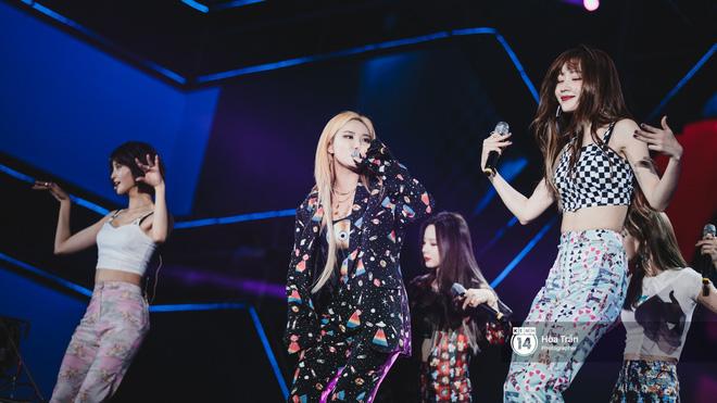 Fan Việt vỡ òa với loạt sân khấu hoành tráng của EXID cùng dàn sao Vpop khủng - Hình 39