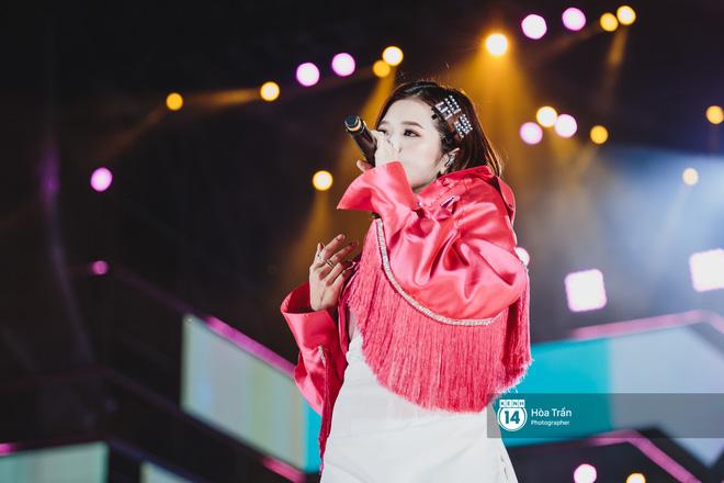 Fan Việt vỡ òa với loạt sân khấu hoành tráng của EXID cùng dàn sao Vpop khủng - Hình 17