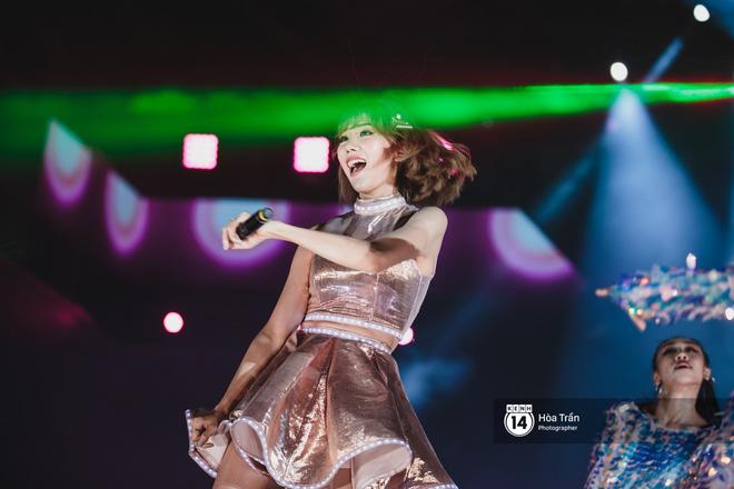 Fan Việt vỡ òa với loạt sân khấu hoành tráng của EXID cùng dàn sao Vpop khủng - Hình 10
