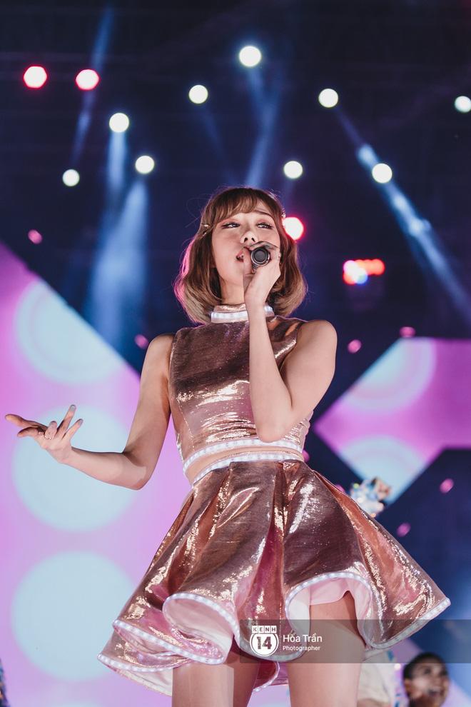 Fan Việt vỡ òa với loạt sân khấu hoành tráng của EXID cùng dàn sao Vpop khủng - Hình 9