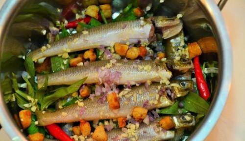 Cá bống đục kho rau răm đậm đà trôi cơm - Hình 2
