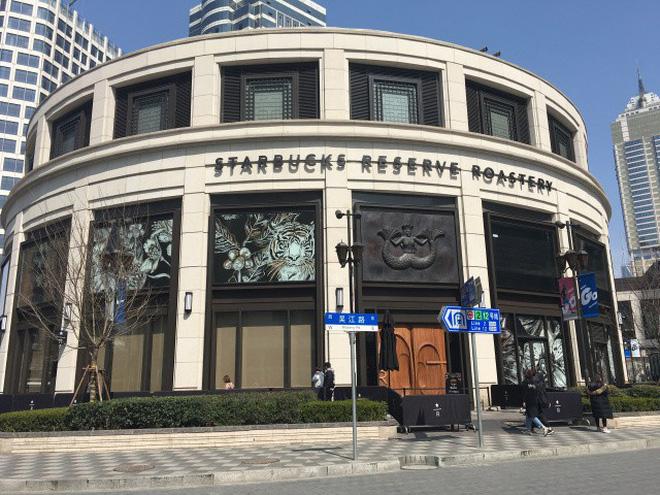 Bên trong cửa hàng Starbucks lớn nhất thế giới: điểm đến ao ước của mọi tín đồ cà phê - Hình 1
