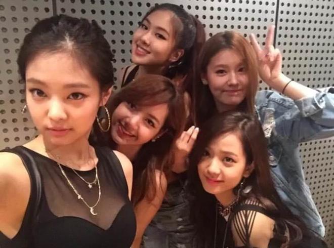 Chân dung 8 idol suýt ra mắt với EXO, Black Pink và loạt nhóm nhạc hàng đầu Kpop: Số 1 và 2 đặc biệt thành công - Hình 3