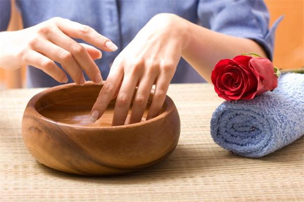 Bật mí 3 cách chăm sóc móng tay dễ gãy tại nhà - Hình 2