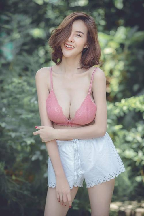 Hết hồn với nàng người mẫu Thái Lan có núi đôi căng tràn như sắp nổ tung - Hình 14