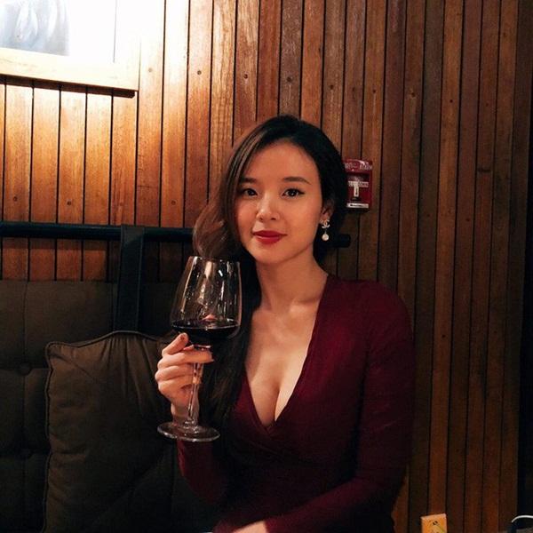 Những mỹ nhân có khuôn ngực tự nhiên gợi cảm nhất showbiz Việt - Hình 7