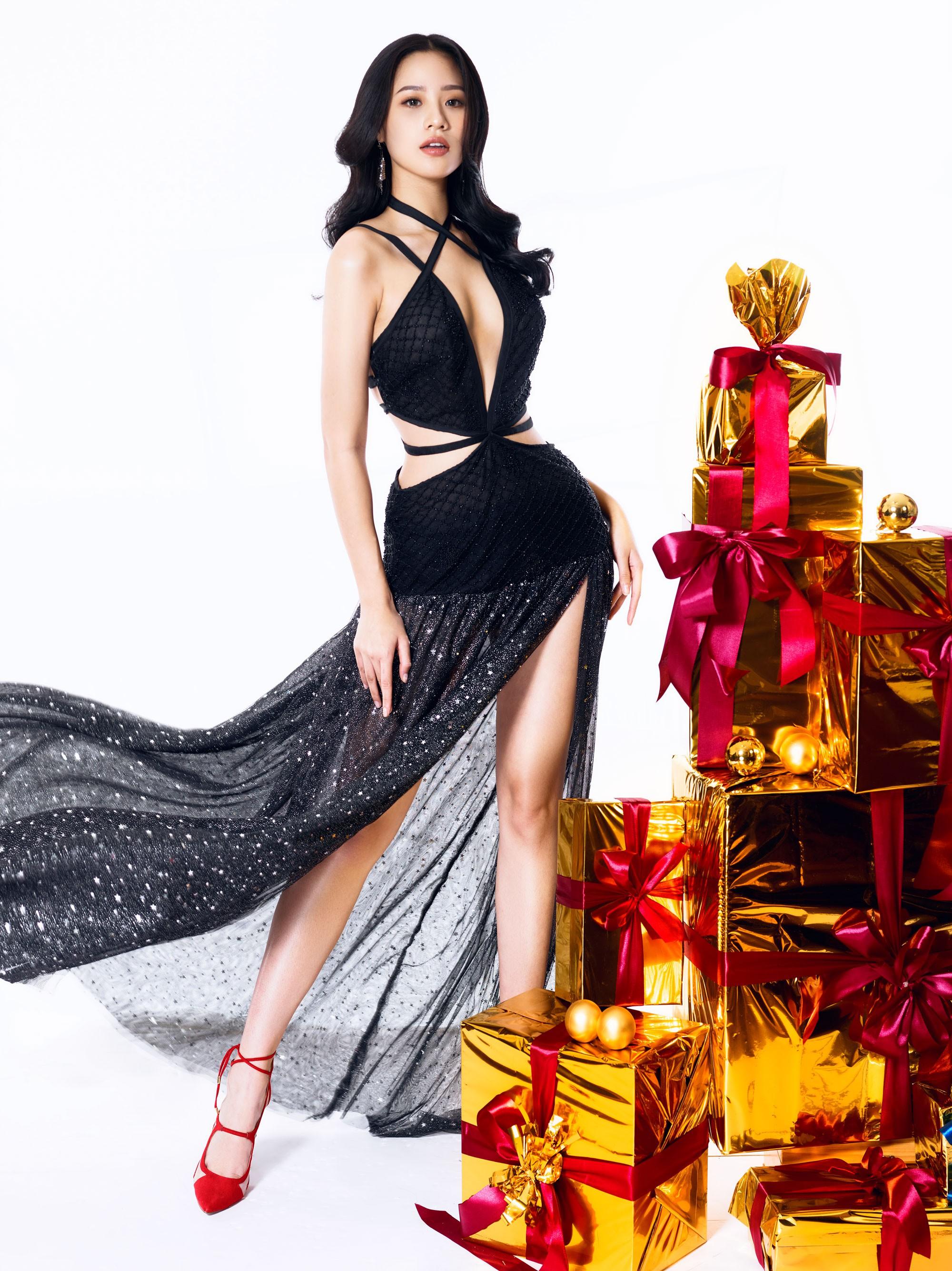 Người đẹp gây nuối tiếc nhất Hoa hậu Việt Nam 2018 tung ảnh Noel rực rỡ - Hình 9