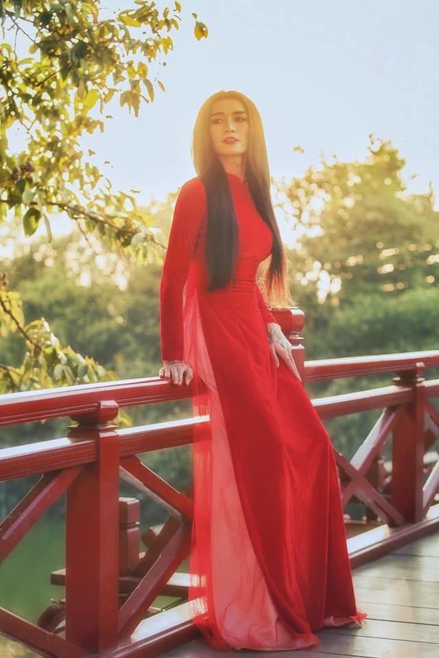 BB Trần gây sốt CĐM với loạt ảnh duyên dáng trong tà áo dài đỏ rực khiến hội bánh bèo ghen tị - Hình 6