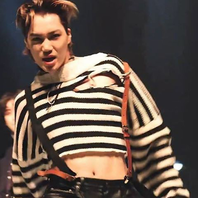 Kai (Exo) có đang mặc áo bơi lên sân khấu? - Hình 1
