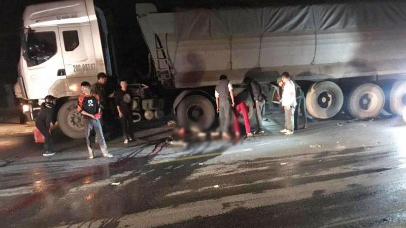 Ngã ra đường sau va chạm ô tô, hai người bị xe container cán chết ở Thái Nguyên - Hình 1