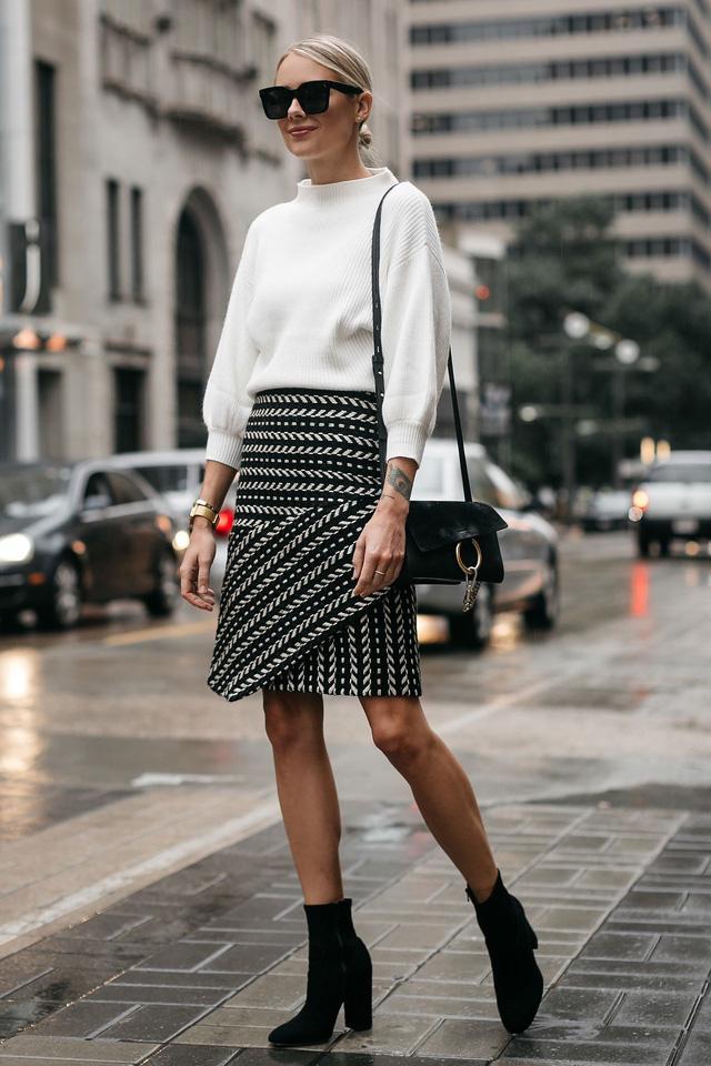 Nổi bật với bộ trang phục mang tông đen- trắng - Hình 12