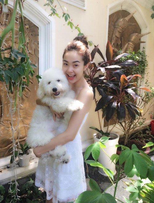 Sướng như cún cưng của Minh Hằng: Được ôm ấp, ngủ chung lại còn đi khắp thế gian cùng cô chủ - Hình 9